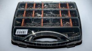 Universal screw carry case