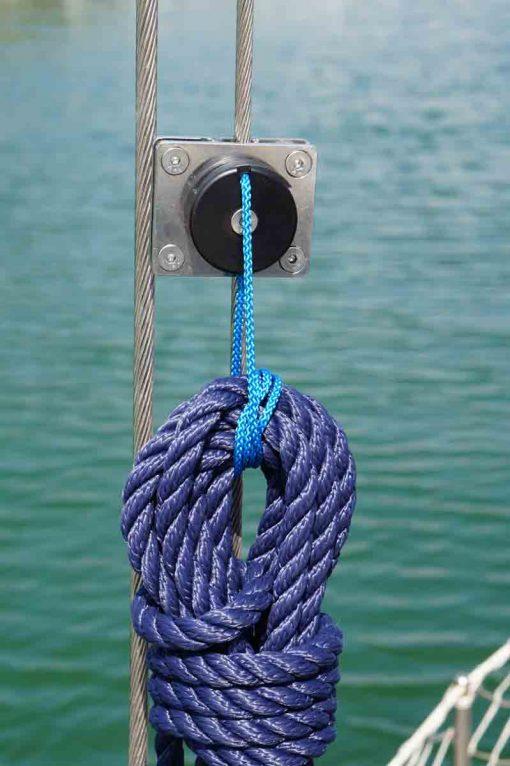 Shroud clips for ropes