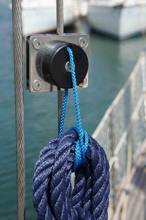 Shroud clips with hook for ropes